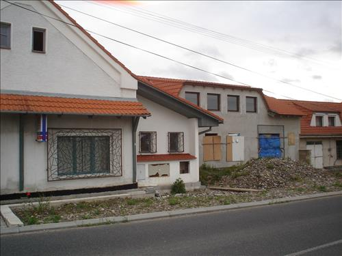 Víceúčelový objekt, soubor 4 budov včetně pozemku 914m2, obec Krakovany, okres Kolín
