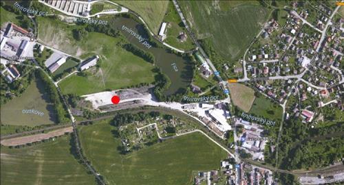 Průmyslový areál se zpevněnou plochou a železniční vlečkou, pozemek 24.549m2, Jindřichův Hradec